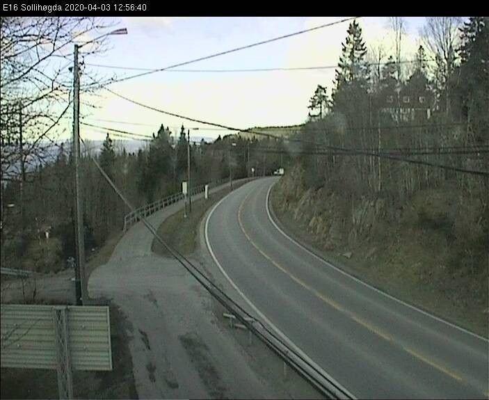 Klikk på bildet for å forstørre. E16 ved Sollihøgda fredag klokka 13.
