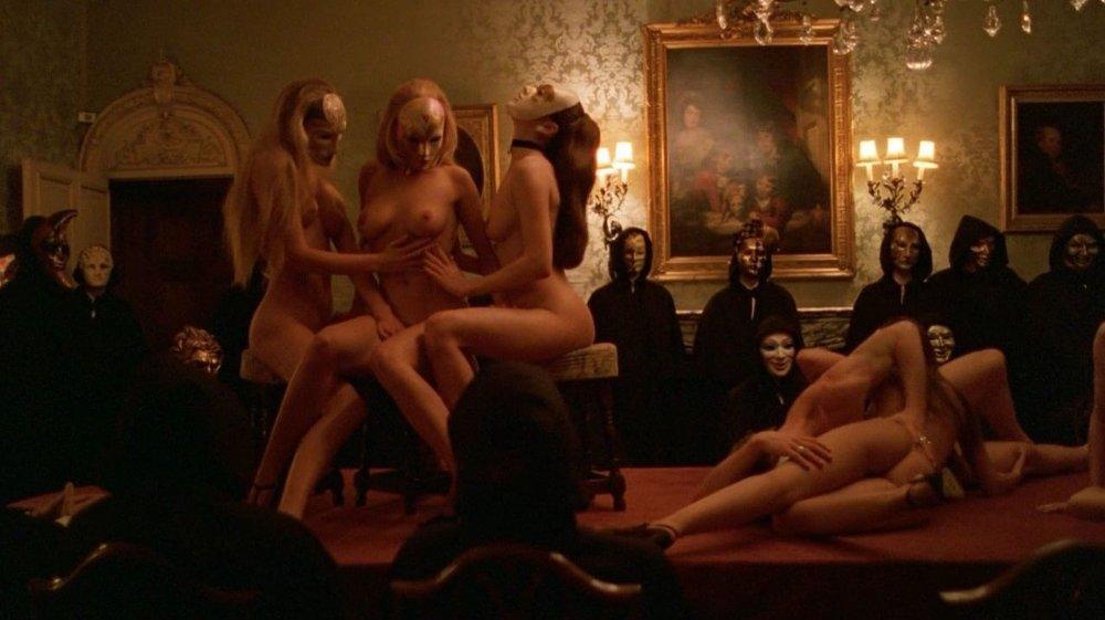 Klikk på bildet for å forstørre. Damon Lawner grunnla klubben i 2013 etter å ha blitt inspirert av Stanley Kurbicks's sexy thriller «Eyes Wide Shut».