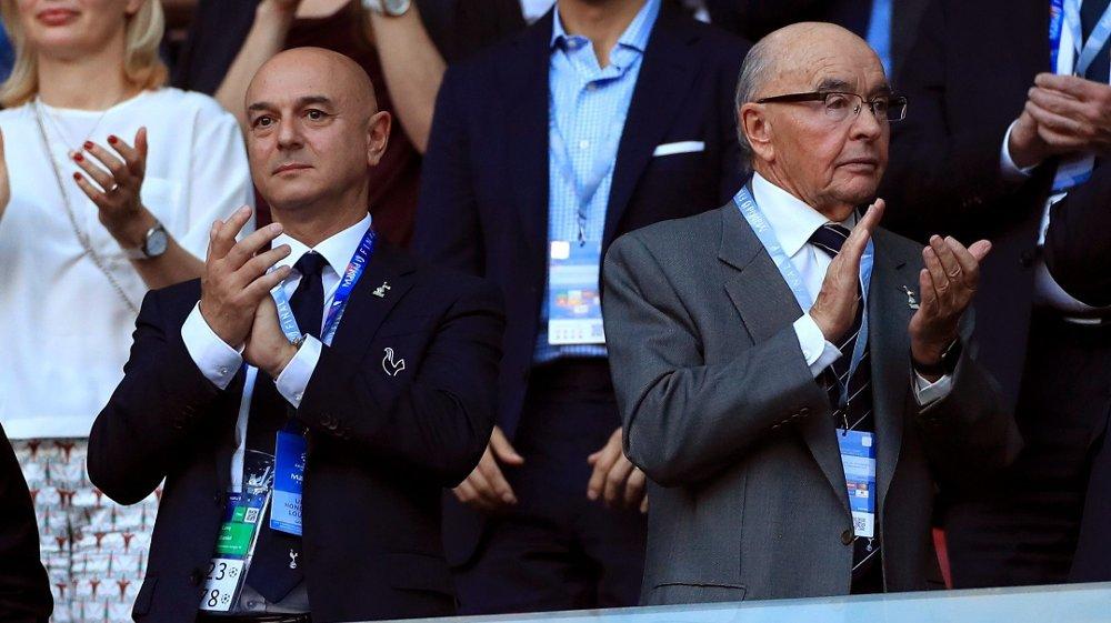 Klikk på bildet for å forstørre. BEKYMRET: Tottenham-eierne Daniel Levy og Joe Lewis.