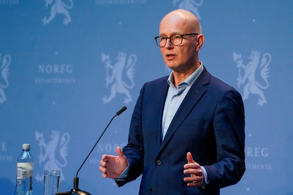 Klikk på bildet for å forstørre. Helsedirektør Bjørn Guldvog under pressekonferansen onsdag.