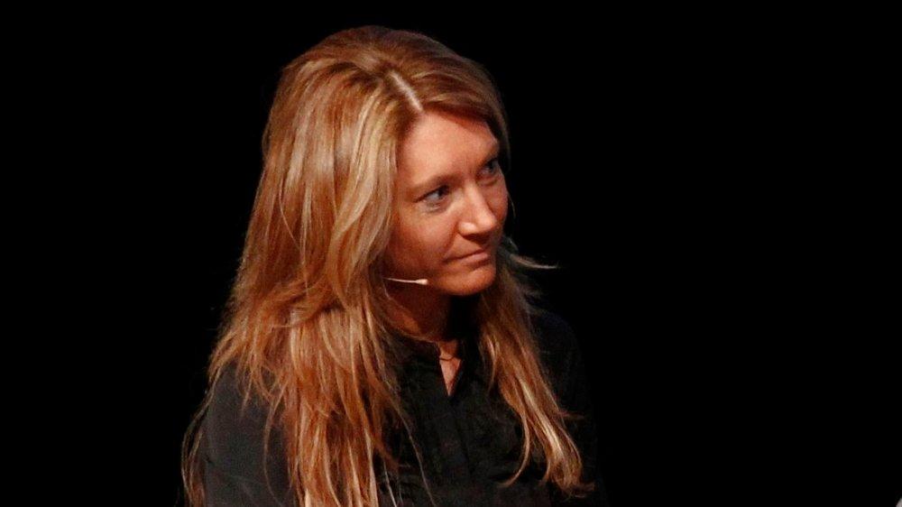 Klikk på bildet for å forstørre. KORTENE PÅ BORDET: Lederen for representantskapet i Norges Bank, Julie Brodtkorp, vil forsikre seg om at private investeringer og Oljefondets investeringer ikke blandes.