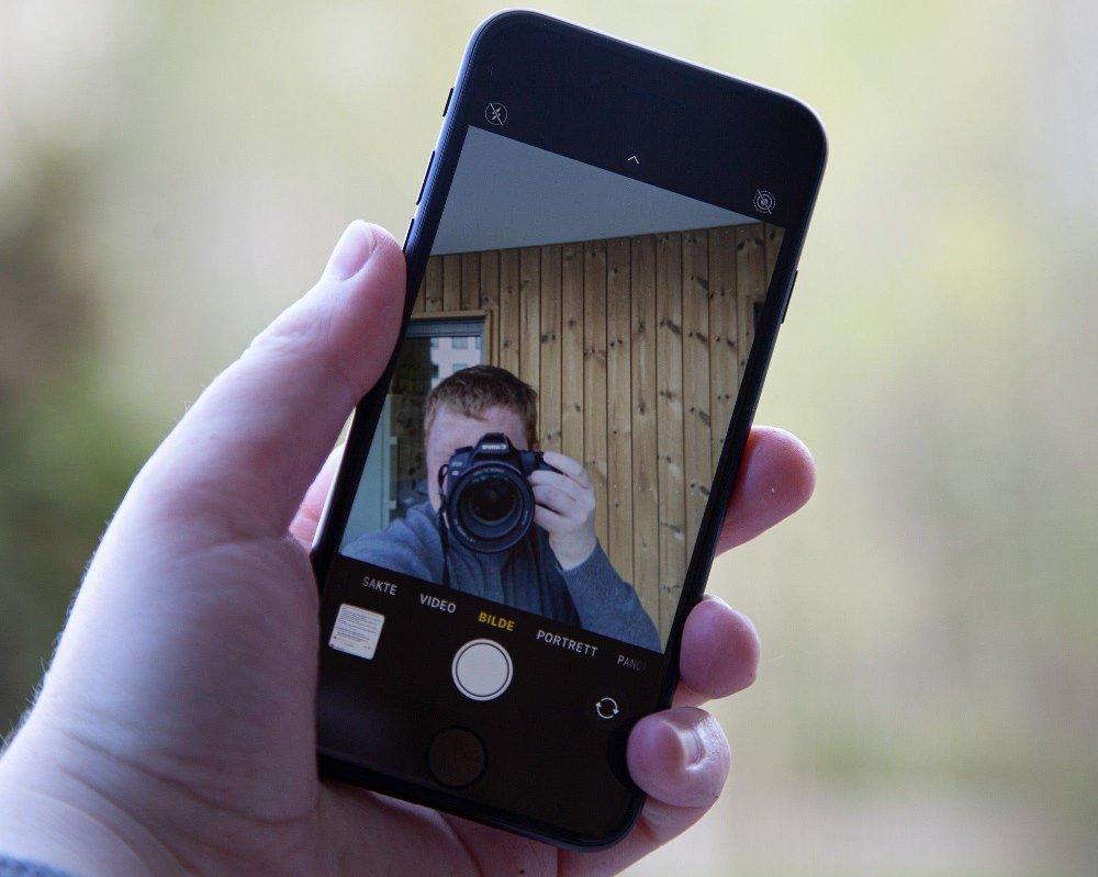 Klikk på bildet for å forstørre. Selfie-kameraet på SE er brukbart, men gir noe gråere bilder enn iPhone 11.