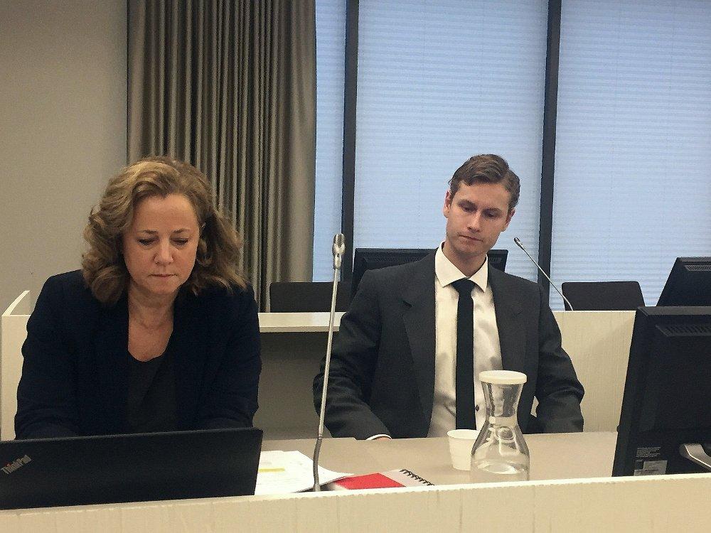 Klikk på bildet for å forstørre. Bildet viser advokat Unni Fries som forsvarer Philip Manshaus som sitter ved siden av henne. Bildet er fra rettsmøtet i Asker og Bærum tingrett ved en tidligere anledning.
