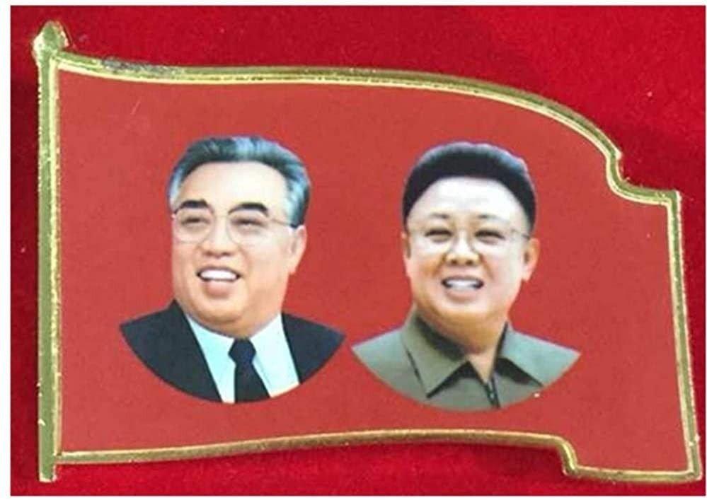 Klikk på bildet for å forstørre. KOPI: På nettet kan man kjøpe en replika av regimets offisielle pin som viser Kim Jung Il og Kim Il Sung