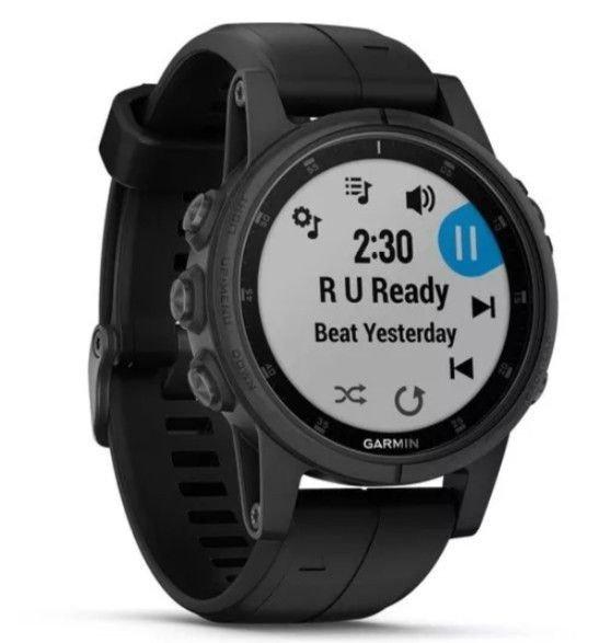 Klikk på bildet for å forstørre. Med fenix 5 Plus-klokkene er det enkelt å høre på musikk mens du trener.