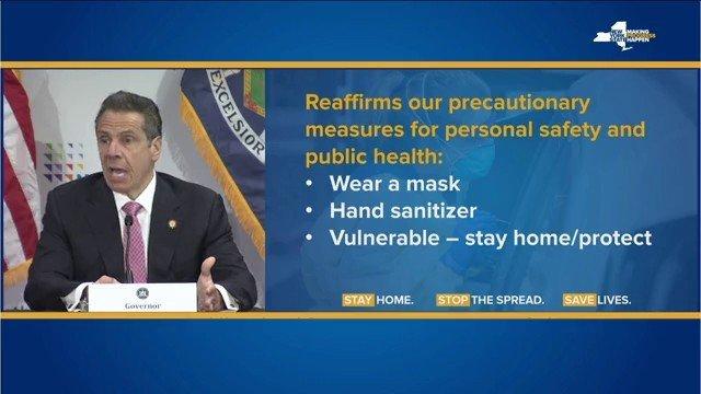 Klikk på bildet for å forstørre. Nå er det opp til deg. Går du med en maske? Bruker du desinfiserende middel når du vasker hendene? spurte Andrew Cuomo på pressekonferansen.