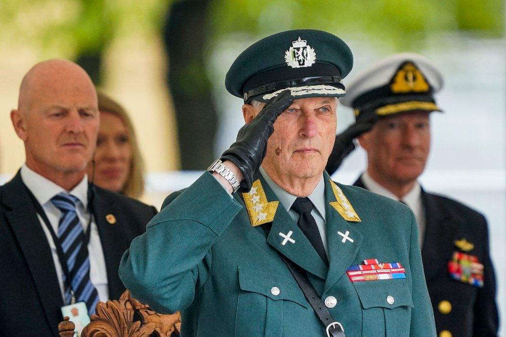 Klikk på bildet for å forstørre. Kong Harald deltar på 75-årsmarkeringen for frigjøringen på Akershus festning 8. mai.