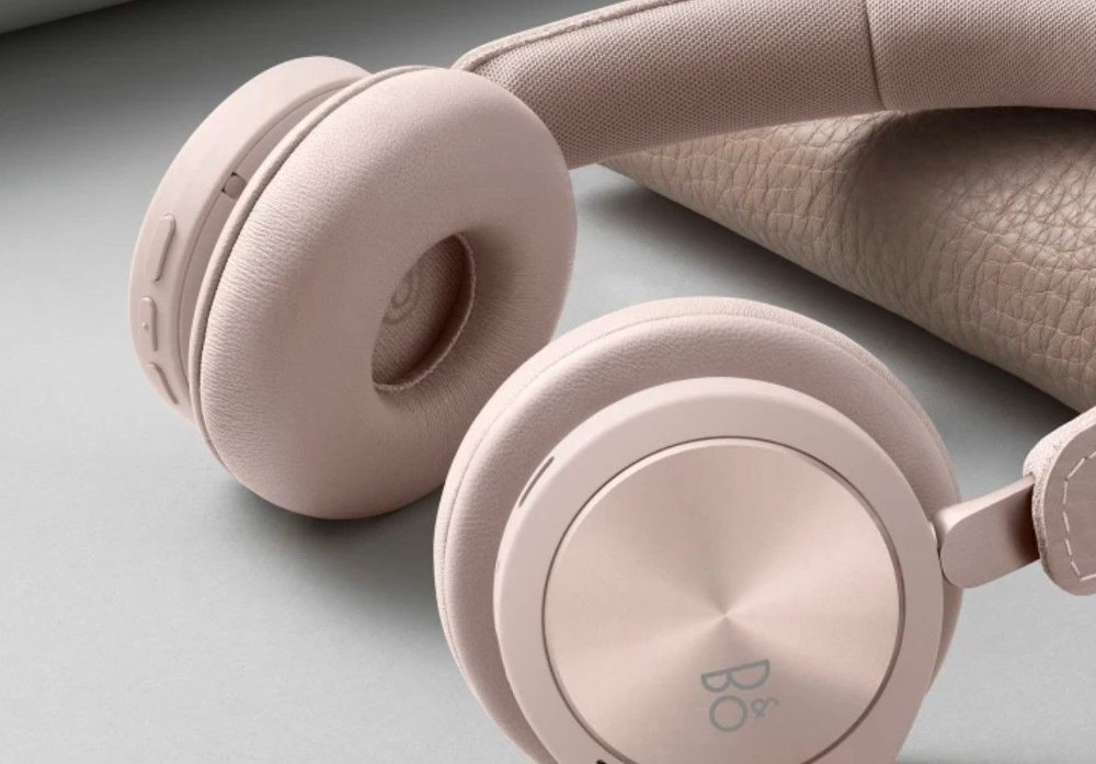 Klikk på bildet for å forstørre. Beoplay H8i er en eksklusiv trådløs on-ear-hodetelefon fra B&O, med svært god batteritid.