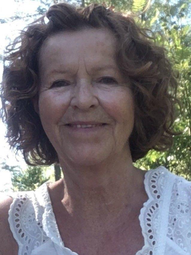 Klikk på bildet for å forstørre. Portrettbilde av Anne-Elisabeth Hagen som smiler til kamera.