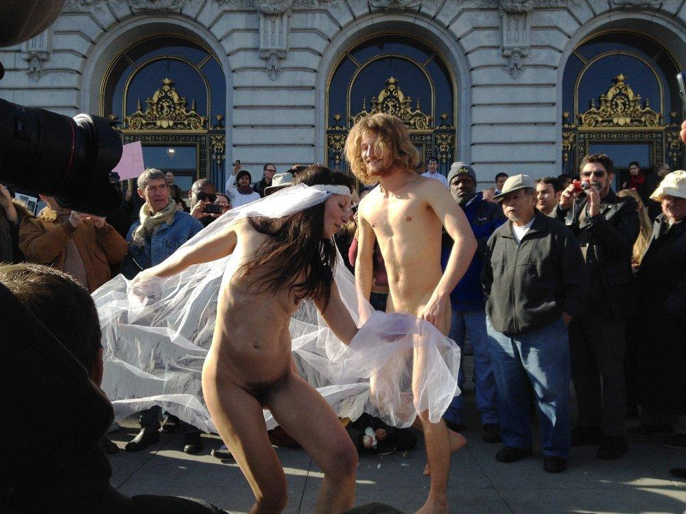 Klikk på bildet for å forstørre. NAKEN: Jan Dalchow har utfordret sin egen usikkerhet, og blant annet stilt opp naken i et TV-program i USA.