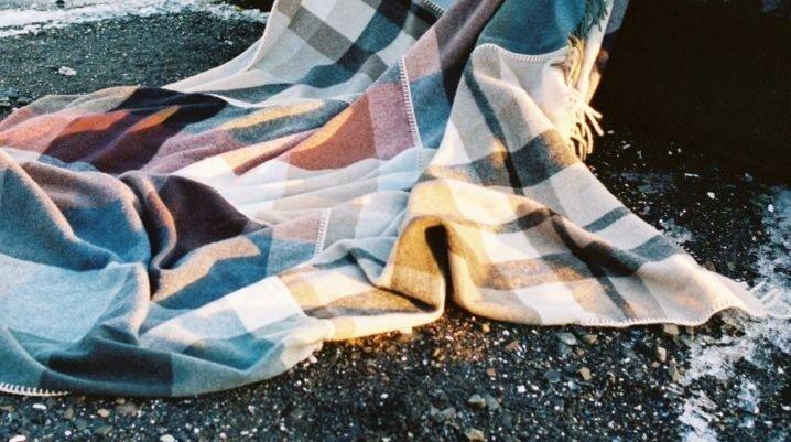 Klikk på bildet for å forstørre. Teppet laget av Holzweiler-skjerf er mykt og luksuriøst.