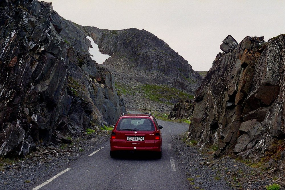 Klikk på bildet for å forstørre. Veien mot Hamningberg.