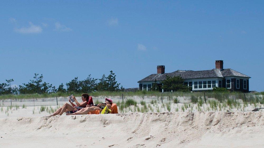 Klikk på bildet for å forstørre. The Hamptons er kjent for å huse de rikeste. Dette bildet er tatt ved en strand ved Southampton ute på Long Island.