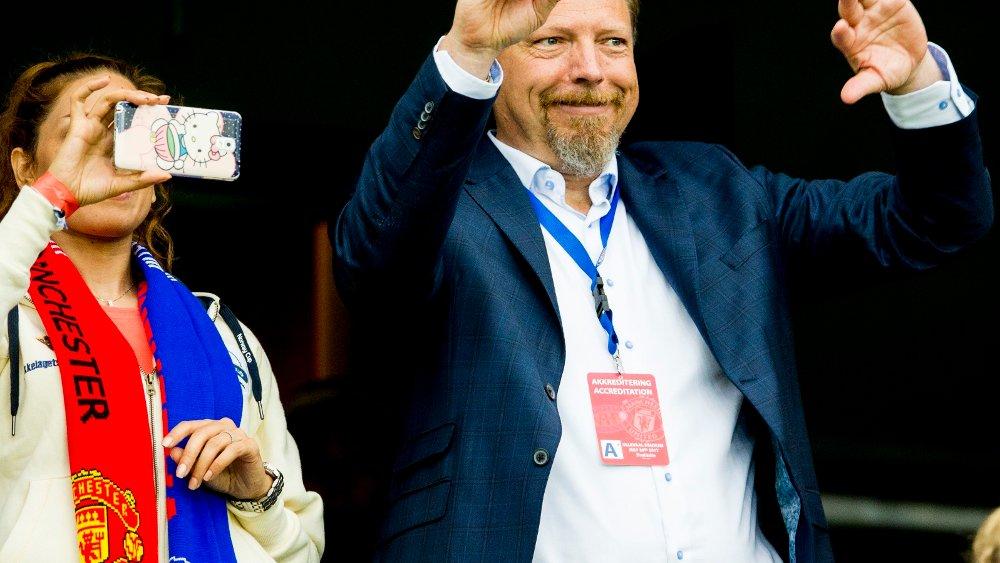 Klikk på bildet for å forstørre. Oslo 20170730. Erik Espeseth, daglig leder i Vålerenga fotball, på tribunen før treningskampen i fotball mellom Vålerenga og Manchester United på Ullevaal stadion.