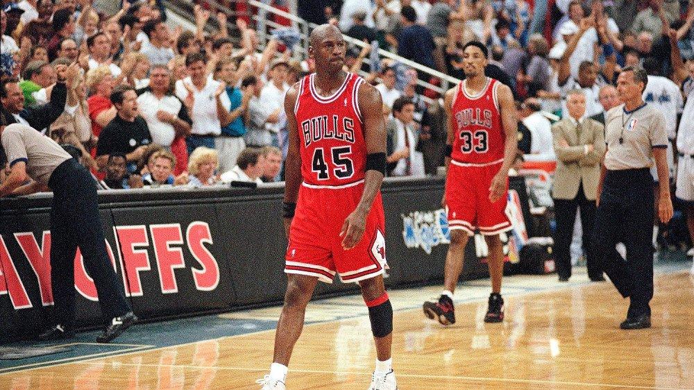 Klikk på bildet for å forstørre. Chicago Bulls guard Michael Jordan