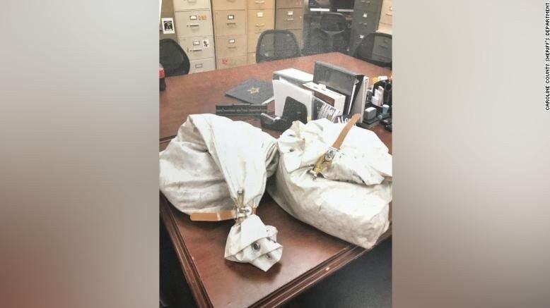 Klikk på bildet for å forstørre. KONFISKERT: Pengene er nå tatt hånd om av Caroline County-politiet, før de skal sendes til det amerikanske postvesenet.