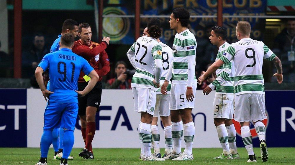 Klikk på bildet for å forstørre. MARSJORDRE: Virgil van Dijk ble utvist mot Inter, og dermed røk overgangen til City.
