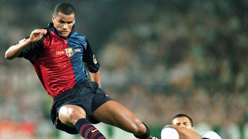 Klikk på bildet for å forstørre. SUPERSTJERNE: Rivaldo er en legende i Barcelona.