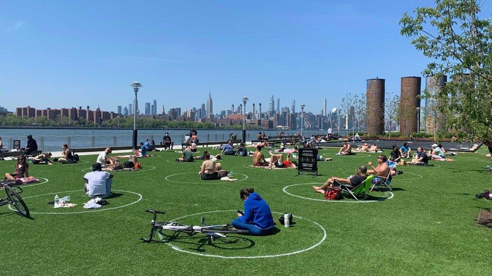 Klikk på bildet for å forstørre. Denne parken, Domino Park, i Williamsburg i Brooklyn i New York har blitt en kjempesuksess.