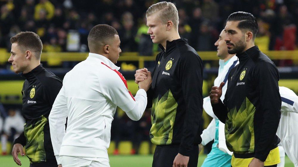 Klikk på bildet for å forstørre. STJERNEMØTE: Kylian Mbappe og Erling Braut Haaland hilser på hverandre før det første møtet mellom Borussia Dortmund og Paris Saint-Germain.