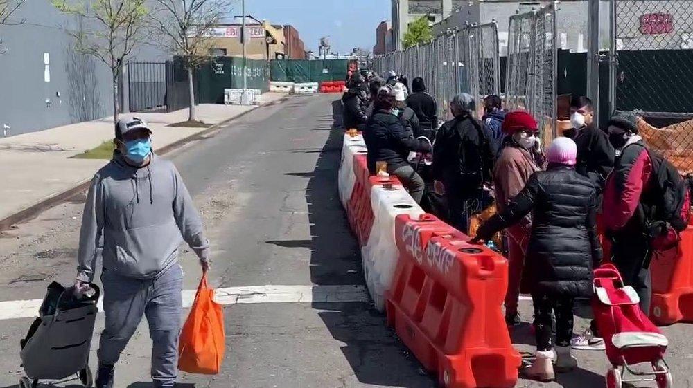 Klikk på bildet for å forstørre. Matkø i Queens i New York City, foto Morten Ø. Karlsen