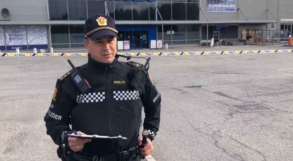 Klikk på bildet for å forstørre. AVBRUTT: Innsatsleder Torgeir Killi Haugstad ble tydelig irritert da han ble avbrutt av VGs utsendte.