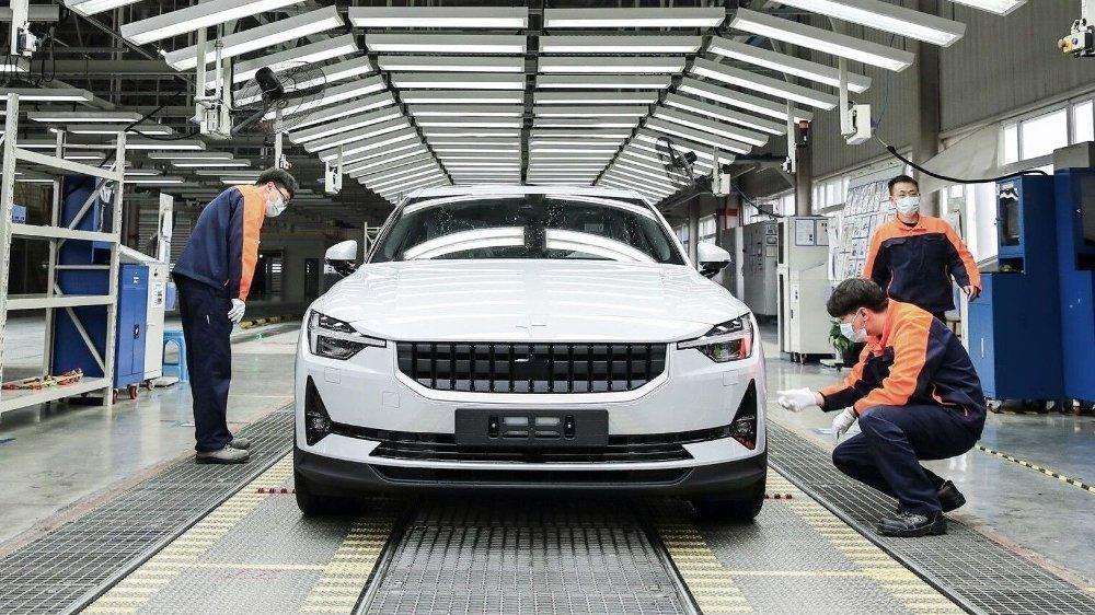 Klikk på bildet for å forstørre. Polestar har klart å starte produksjonen av sin elektriske 2. Dermed er Volvos søstermerke også i gang med modellen som for alvor skal etablere dem som bilmerke.