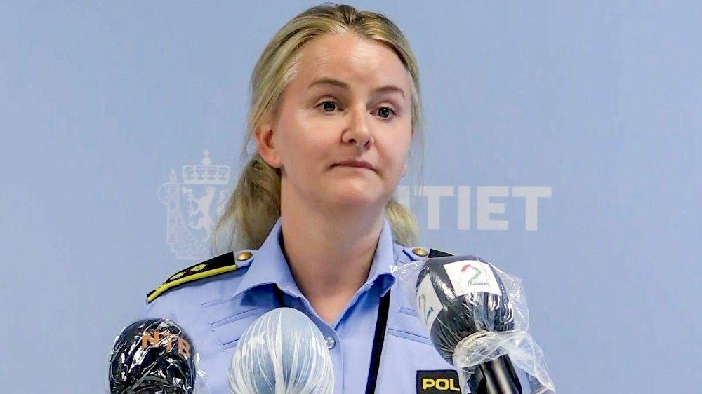 Klikk på bildet for å forstørre. Politiadvokat Christine Møen Wisløff holdt søndag ettermiddag pressebrifing om etterforskningen av drap på Sotra.