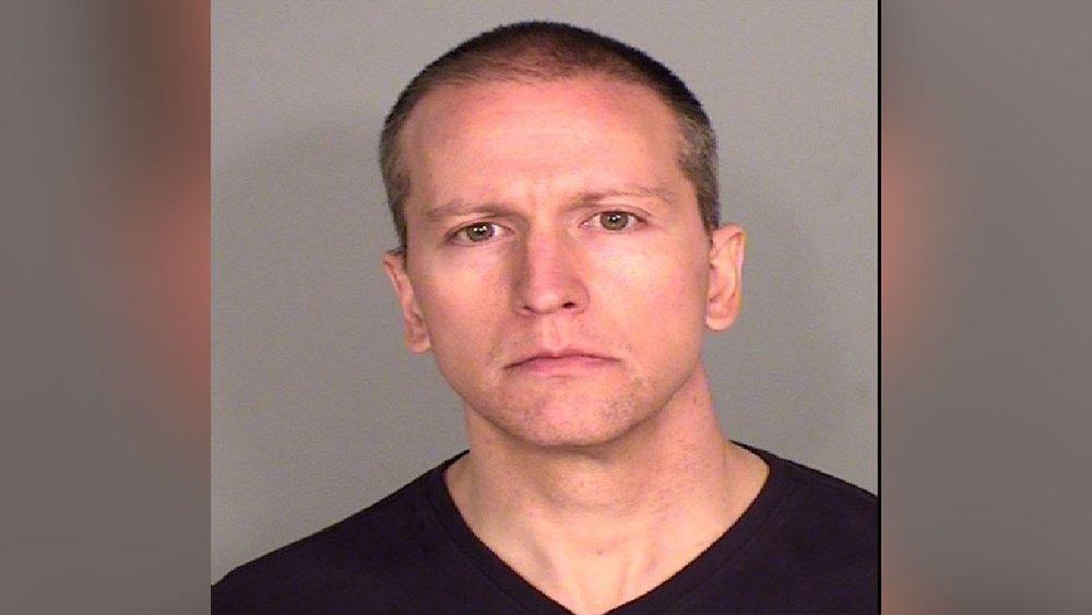 Klikk på bildet for å forstørre. Derek Chauvin, som fikk avskjed i politiet etter hendelsen, er siktet for forsettlig drap etter å ha satt kneet over nakken til Floyd i flere minutter.