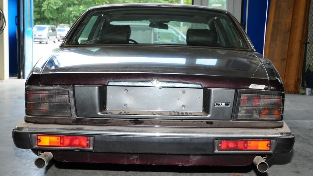 Klikk på bildet for å forstørre. BILEN: Denne bilen, en Jaguar, skal ha blitt omregistert dagen etter Madeleine forsvant.