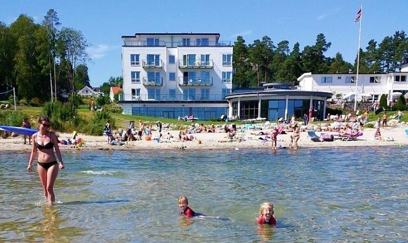 Klikk på bildet for å forstørre. Norsk ferie er anbefalt for mange, men hotellene begynner å bli utsolgt. Her fra badehotellet Strand Hotel Fevik.