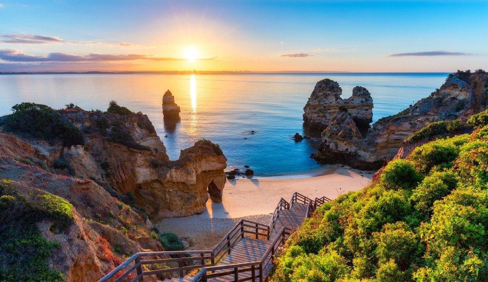 Klikk på bildet for å forstørre. Algarvekysten i Portugal tiltrekker seg mange nordmenn, og det skjønner vi godt.
