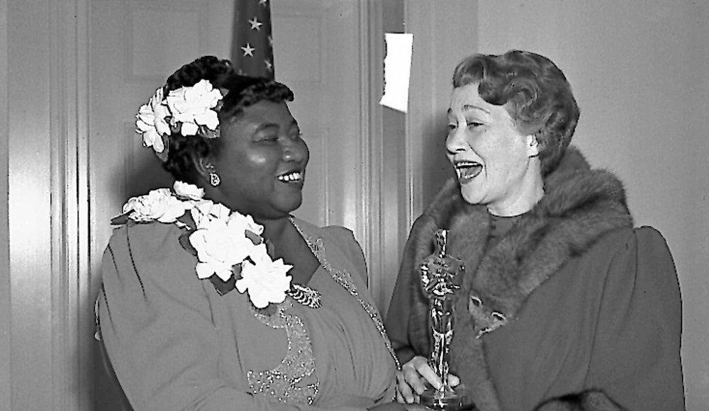Klikk på bildet for å forstørre. Hattie McDanel vant en Oscar for sin innsats i filmen. Her med skuespiller Fay Bainter.