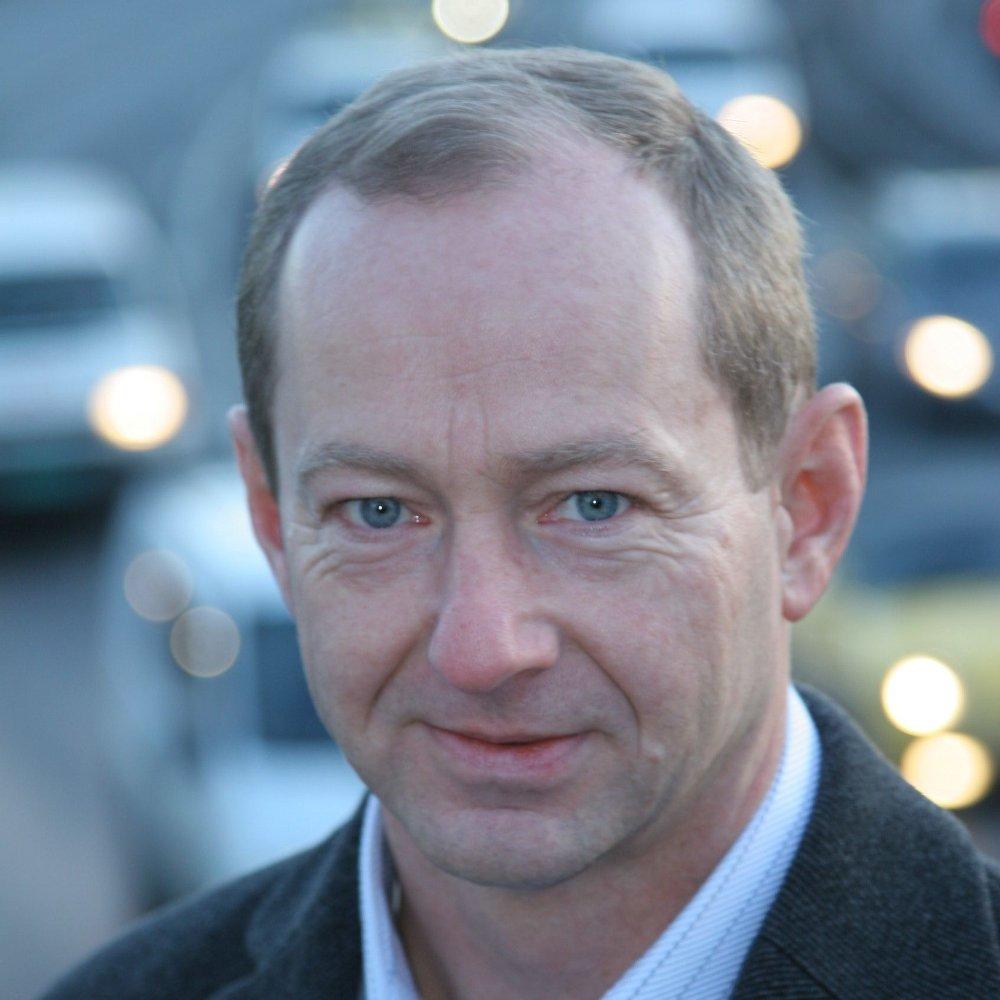 Klikk på bildet for å forstørre. STORE BESPARELSER: Tallene til OFV og markedssjef Jan Petter Røssevold tyder på store besparelser ved å eie en elbil.