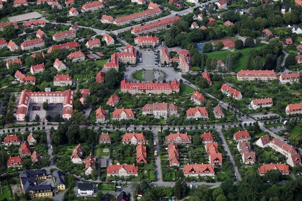 Klikk på bildet for å forstørre. ULLEVÅL HAGEBY: Damplassen i Ullevål Hageby med Ullevål skole til venstre. FOTO: RUNE NYLUND LARSEN