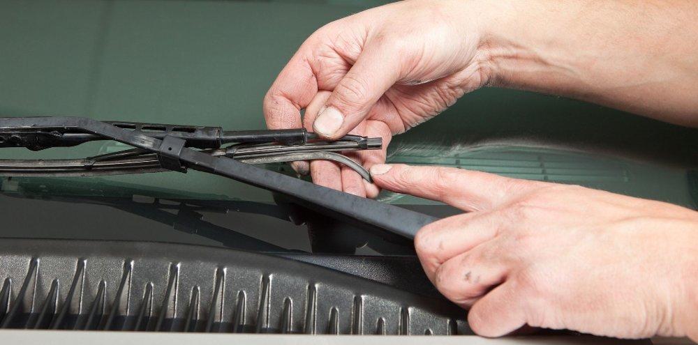 Klikk på bildet for å forstørre. Det å ha et ekstra par med vindusblader tilgjengelig kan spare deg for mange problemer.