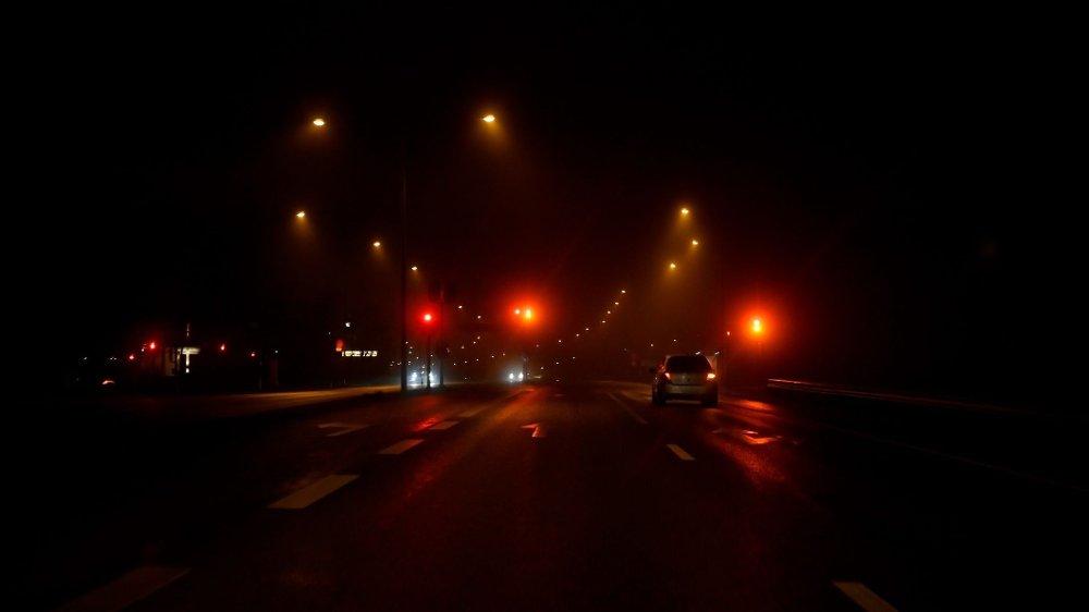 Klikk på bildet for å forstørre. Nattkjørebriller gjør det enklere å se lys, vei og andre biler når det er mørkt.