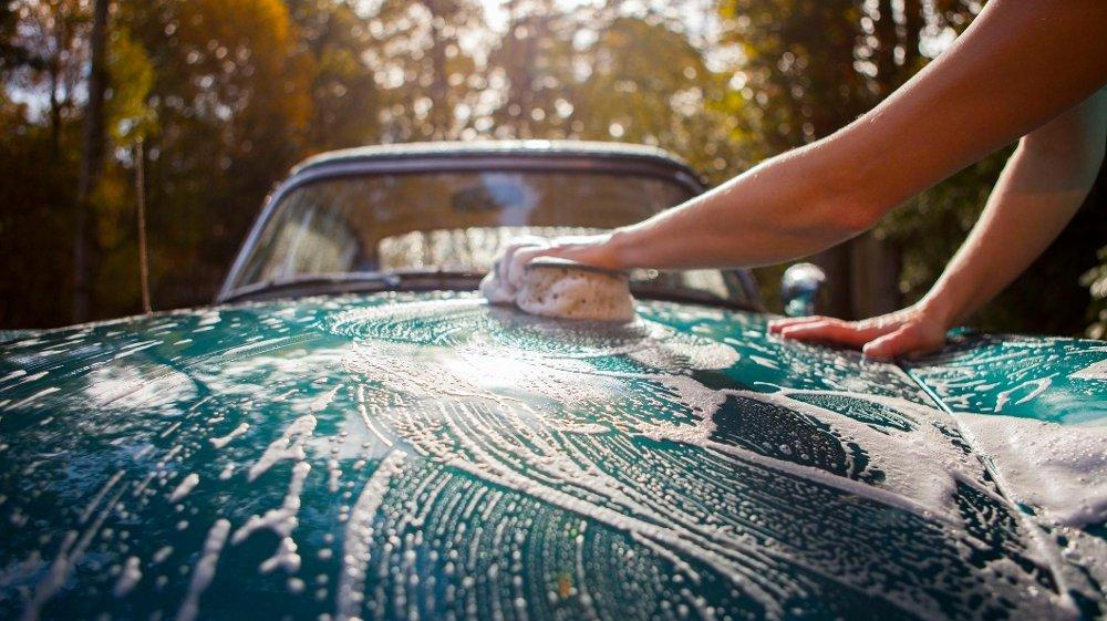 Klikk på bildet for å forstørre. Det å vaske bilen er viktig på sommeren!