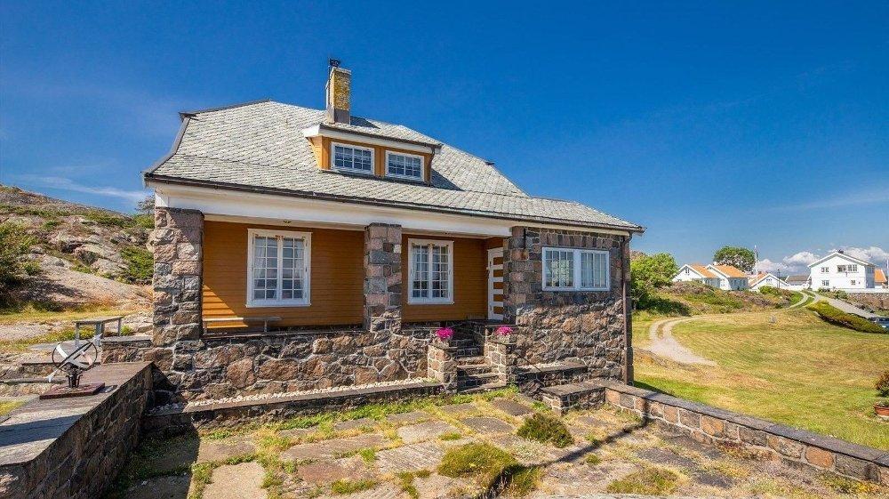 Klikk på bildet for å forstørre. IKKE TOPP MODERNE: Nåværende eiers bestefar fikk eiendommen bygget i 1919.