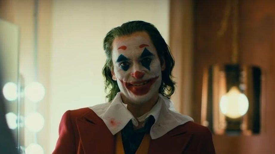 Klikk på bildet for å forstørre. Joaquin Phoenix som «The Joker» i filmen med samme navn.