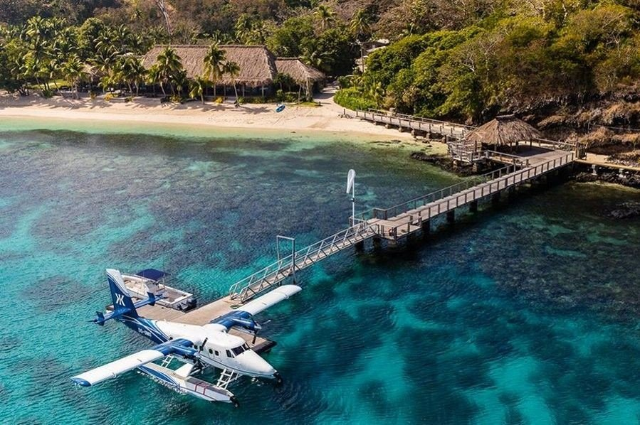 Klikk på bildet for å forstørre. Rikingene må selv fly med privatfly til Fiji, og blir deretter fraktet i sjøfly til en paradisøy.