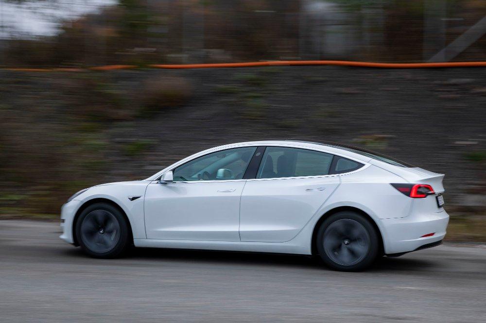 Klikk på bildet for å forstørre. Tesla 3 Oslo 20191030. Tesla modell 3 med bakhjulsdrift.