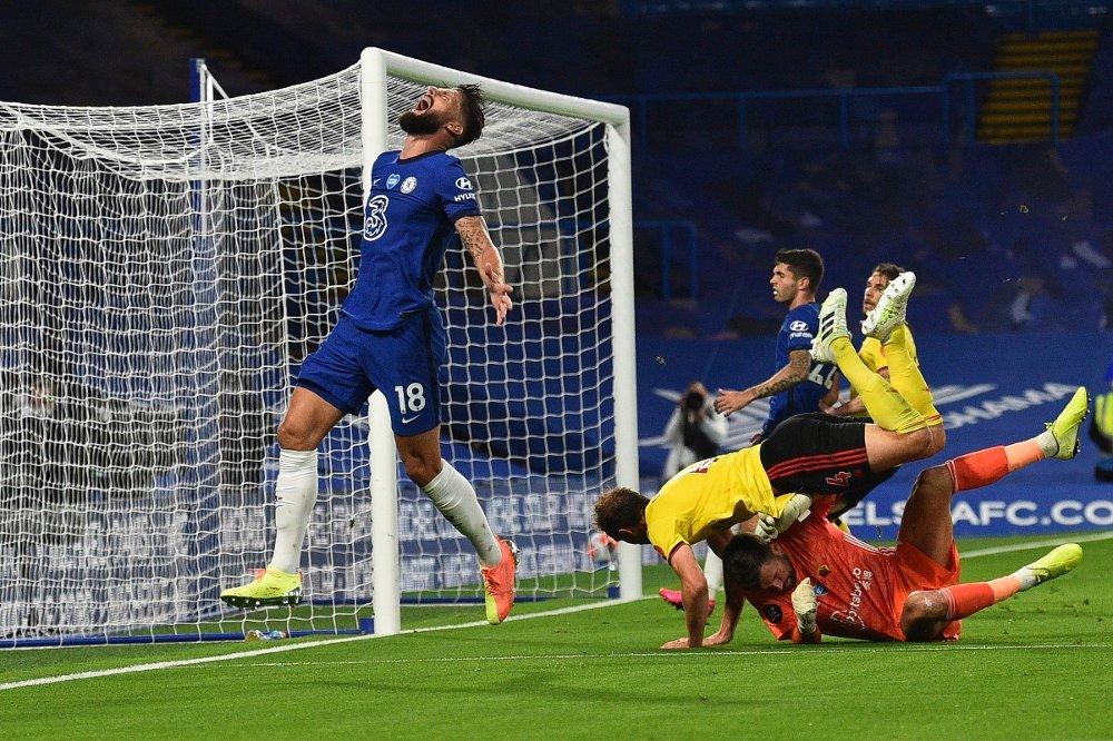 Klikk på bildet for å forstørre. Chelseas Olivier Giroud etter å ha bommet på en sjanse mot Watford. Laget hans vant likevel til slutt.