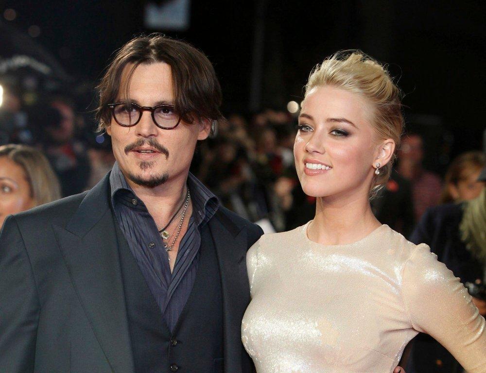 Klikk på bildet for å forstørre. Johnny Depp, Amber Heard FILE - In this Nov. 3, 2011 file photo, U.S. actors Johnny Depp, left, and Amber Heard arrive for the European premiere of their film,