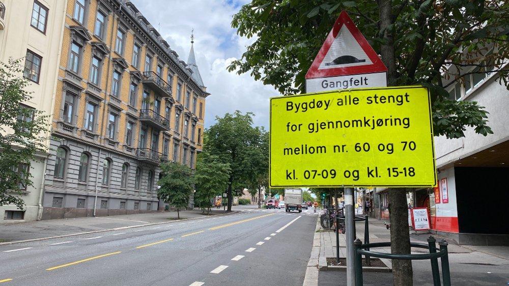 Klikk på bildet for å forstørre. Bilde av gateskilt som sier at Bygdøy allé blir stengt mellom Nobels gate og Thomas Heftyes gate i Oslo fra torsdag.