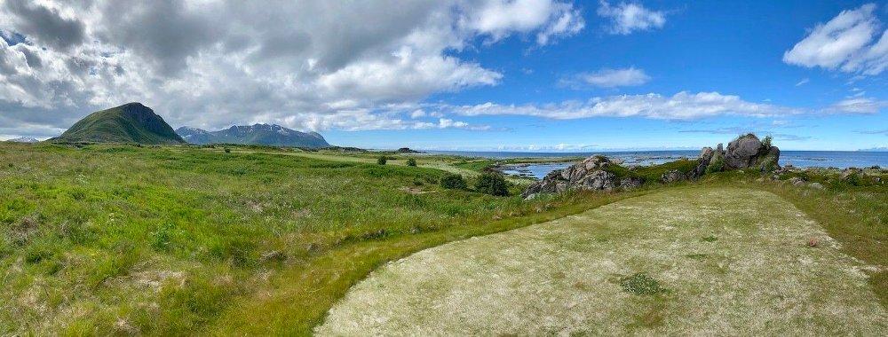 Klikk på bildet for å forstørre. UTROLIG VAKKER: Golfbanen sklir rett inn. Her er gjort minimalt for å la den være i pakt med naturen.
