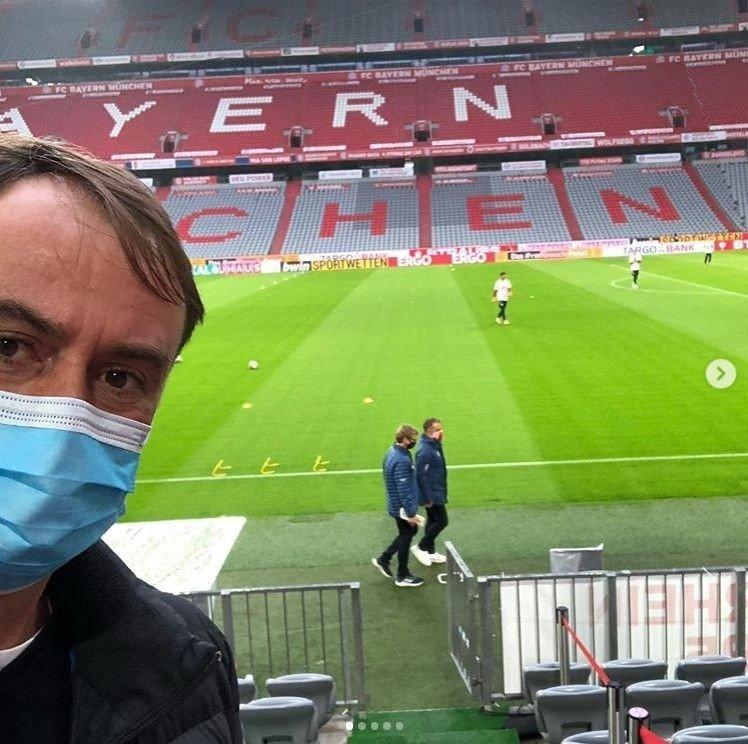 Klikk på bildet for å forstørre. ALLIANZ ARENA: Christian Falk på jobb, her på Bayern Münchens hjemmebane. Skjermdump: Instagram