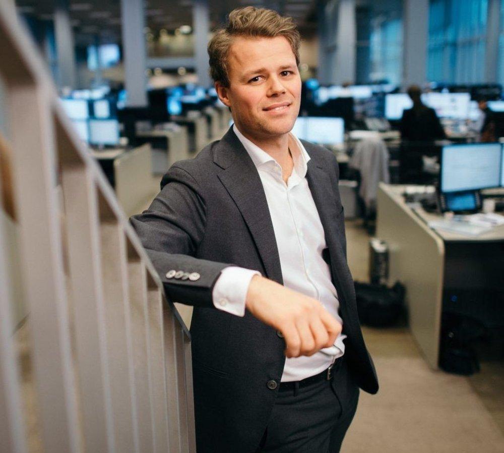 Klikk på bildet for å forstørre. BETENT: DNB-analytiker Oddmund Berg synes det er vanskelig å svare på hvem som har håndtert koronakrisen best av Norge og Sverige.