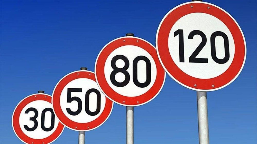 Klikk på bildet for å forstørre. Får vi veistrekninger med fartsgrense på 120 km/t i Norge? Det synes uvisst nå.