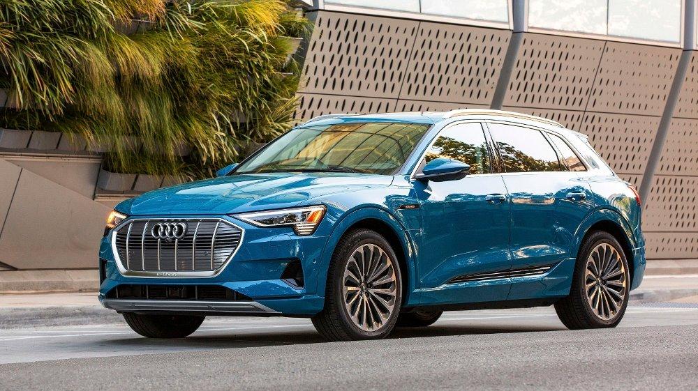 Klikk på bildet for å forstørre. FOLKEFAVORITT: Audi e-tron er Norges mest solgt nybil i 2020, og snart kommer det to nye sporty versjoner.